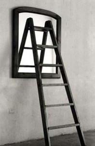 transparencia-escalera-sobre-espejo-197x300